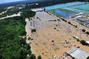 An aerial view of flooding in the Baton Rouge Area. Coast Guard photo by Petty Officer 1st Class Melissa Leake, courtesy of US Department of Agriculture under CC BY 2.0.