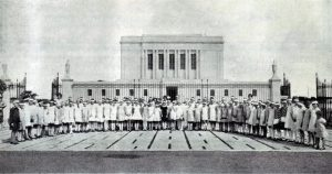 Ninety 10- and 11-year-old girls (Bluebirds) from the Maricopa Arizona Stake visited the Arizona Temple shortly after its dedication in 1927.
