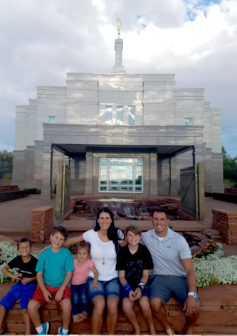 Sawyer, Zander, Ambrey-Jae, Ange, Drezen and Sal Alcantar visiting the Snowflake, Temple (courtesy of Sal Alcantar)