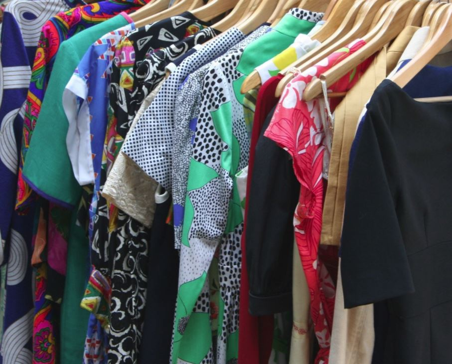 Cluttered closet? A capsule wardrobe will help. Photo via Pxhere