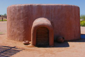 A Hohokam pithouse replica at the Pueblo Grande Museum. Photo courtesy of Wikimedia Commons