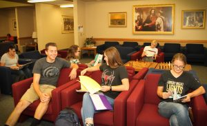 Students study and chat in the Mesa Institute. From left to right: Caitlyn Noe, Mason Pugmire, Rachel Ashcroft, Broghan Hanson, Anna Rogers, and Annae Larson. Photo by Robin Finlinson.